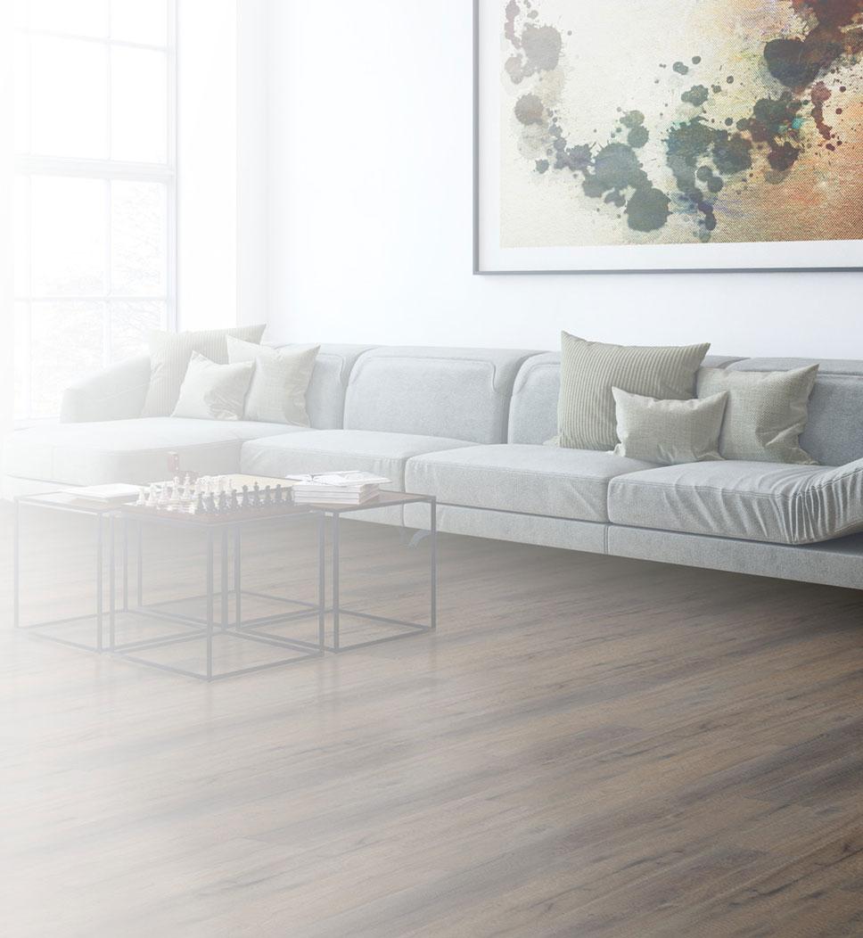 Ein klassisches zeitloses Wohnzimmer mit dunklem Eichenholzboden mit luxuriösem Eindruck.