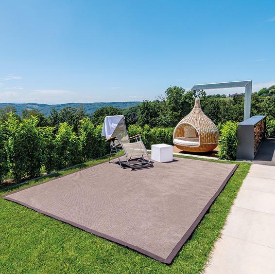 Hängendes Nest, Garten, Teppich, idyllische Atmosphäre, sonniger Tag