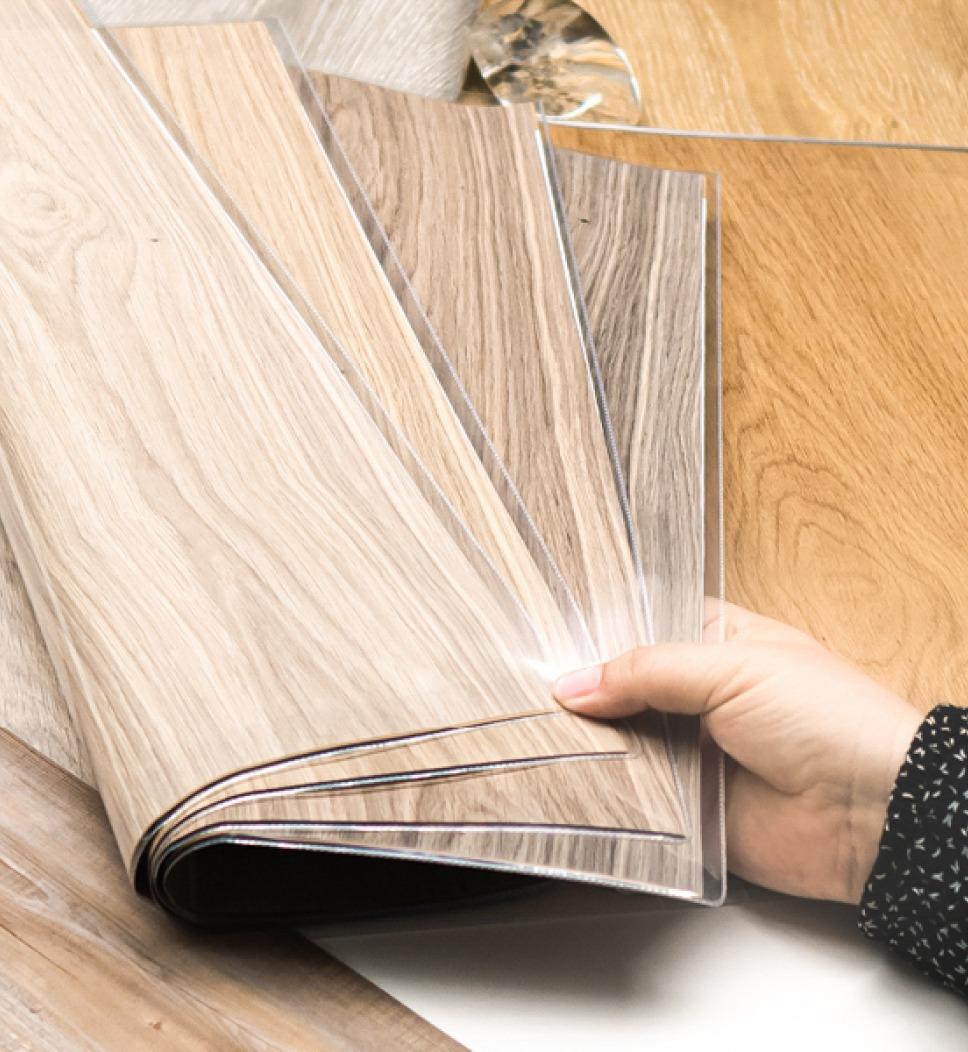 verschieden Dekorfilme, Dekorschichte - eine Schichte des Bodenbelags